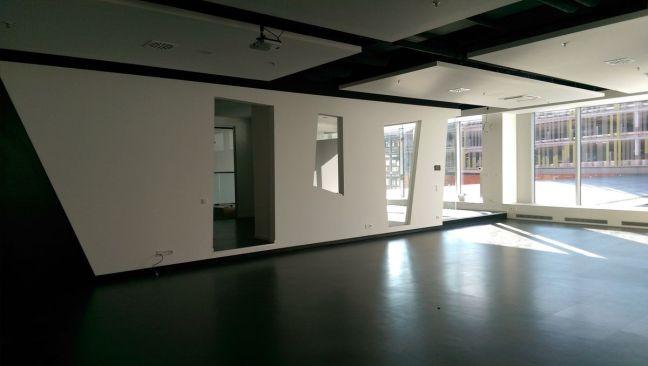 iKoKo Raum 1 mit Durchgang zur Küche