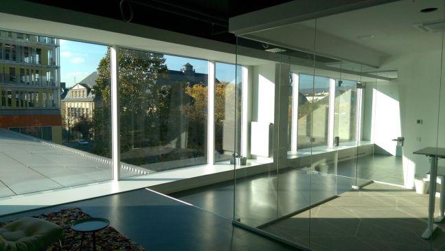iKoKo Fensterfront vor Raum 6