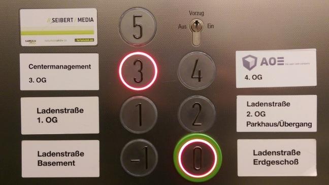 iKoKo: Im Aufzug